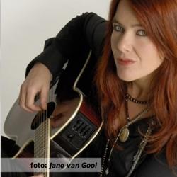 De platenkast van Beatrice van der Poel, interview over en met muziek (fotografie door Jano van Gool: www.janovangool.nl)