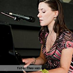 De platenkast van... Podcast over en met muziek. Editie uit 2014 met zangeres Laura Stavinoha te gast.