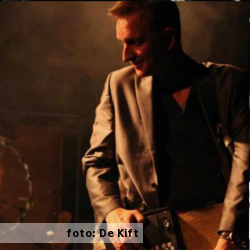 Marco Heijne, zakelijk leider en bandlid van De Kift. Foto voor het etalageblokje aangeleverd door De Kift.