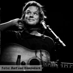 De platenkast van Pieter van Vliet (Port of Call), interview over en met muziek. Foto door Bart van Heemskerk