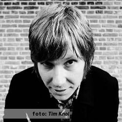 Etalageblokje voor De platenkast van Jeroen Overman (Tim Knol, Electric Tears), interview over en met muziek. Fotografie: Tim Knol
