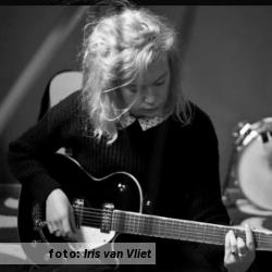 De platenkast van Rosa Ronsdorf (Bird on the Wire), interview over en met muziek. Foto van Rosa Ronsdorf door Iris van Vliet