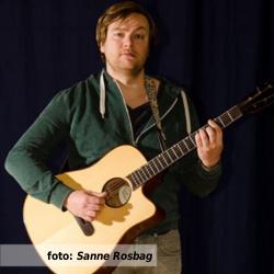 Etalageblokje voor De platenkast van gitarist, zanger en kleinkunstenaar Tjeerd Gerritsen - interview over en met muziek. Fotografie Sanne Rosbag.